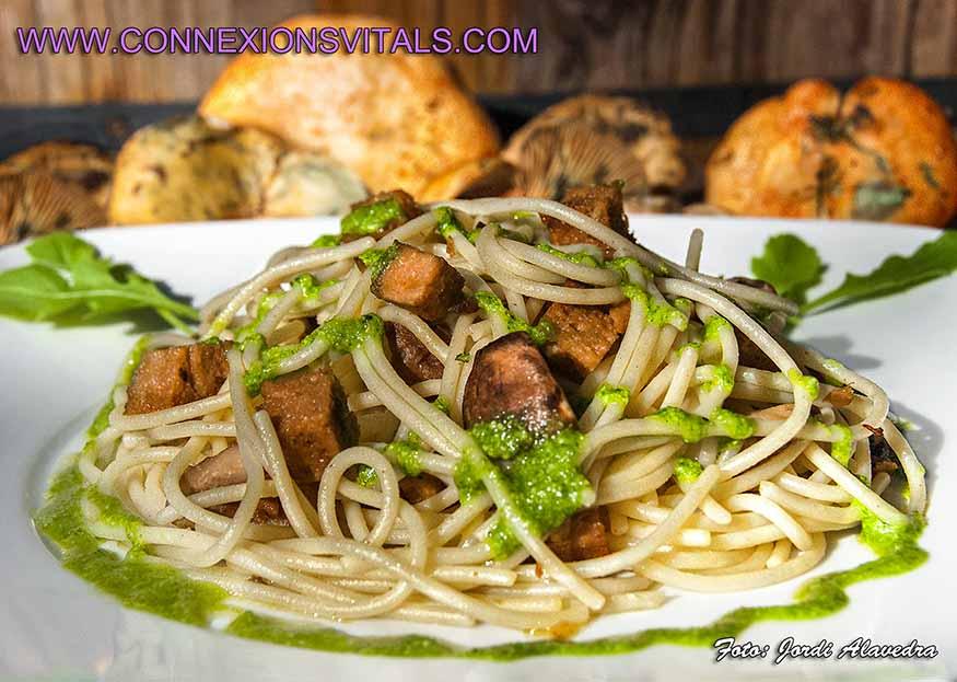 Espaguetis con seitan setas y salsa de r cula for Cocinar seitan